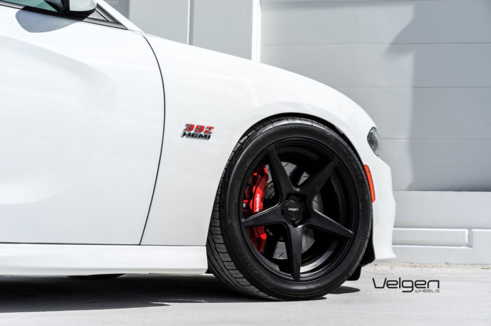 bright-white-dodge-charger-srt392-velgen-wheels-classic5-satin-black-20x9-20x10_5-02